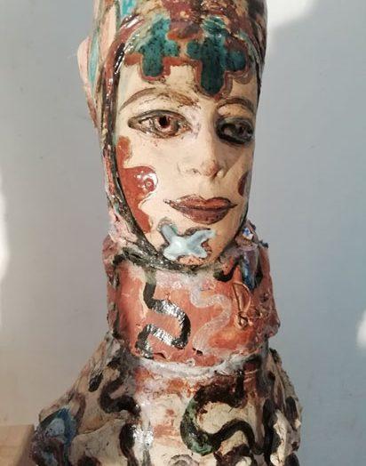poupée peinte en céramique