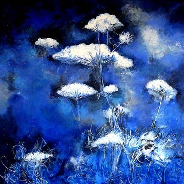fleurs blanches sur fond bleu, peinture de Erick Leprince, galerie Le Gisant