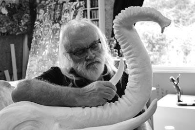 artiste sculpteur LEB dans son atelier
