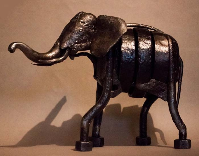 éléphant en métal sculpture
