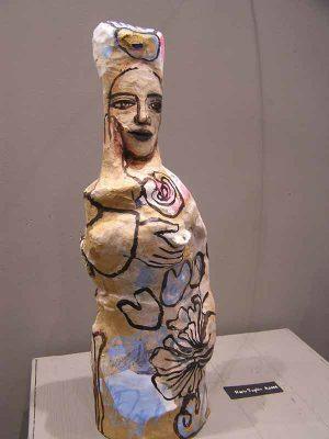 Femme à l'hibiscus, sculpture papiers
