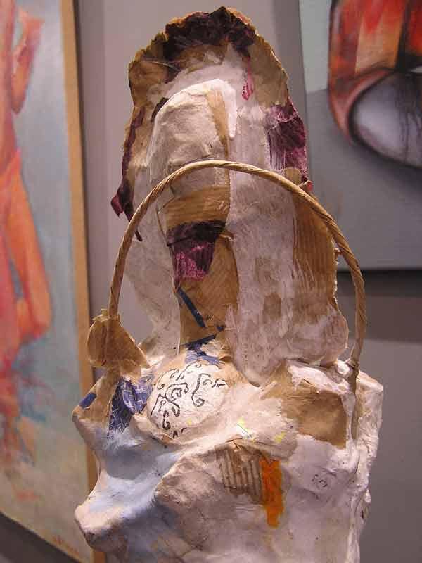 Flora, arrière, sculpture papiers