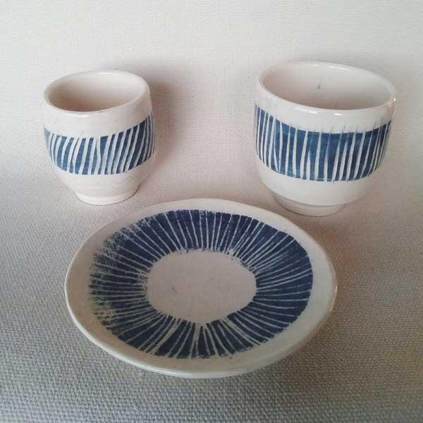 tasse à thé, café et soucoupe en grès blanc et bleu
