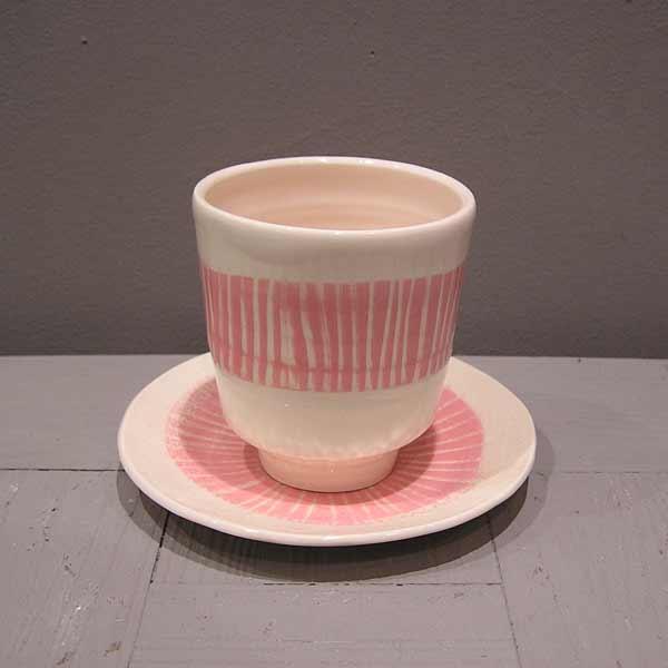 tasse à café en faïence rose et blanc