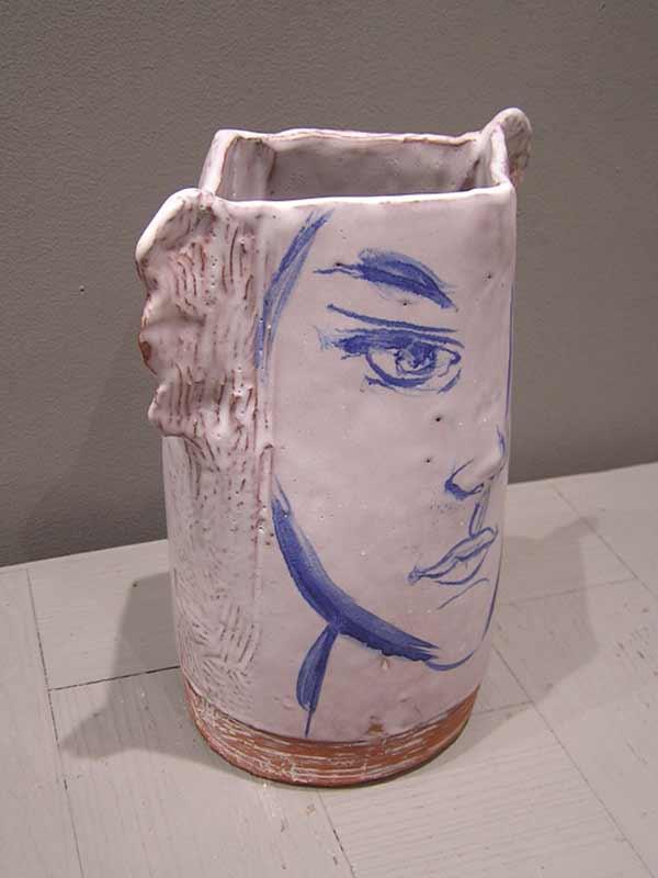 vase en céramique blanche représentant une tête