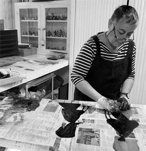 Brigitte Touvron graveur dans son atelier