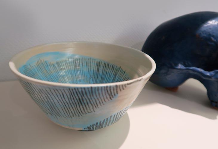 Bol céramique bleu et blanc strié