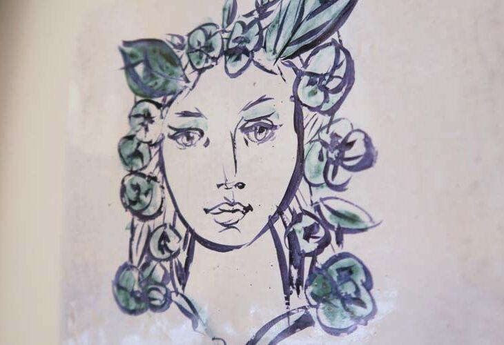 Plat céramique peint tête de femme Faïences de Dinan