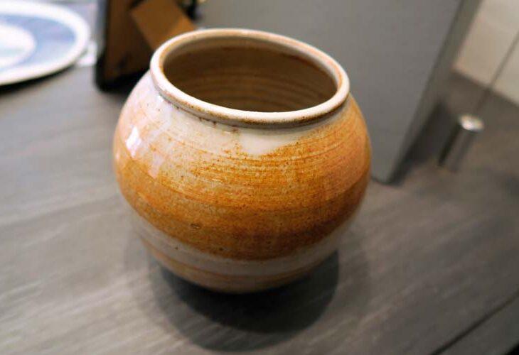 Vase rond en terre cuite vernissée